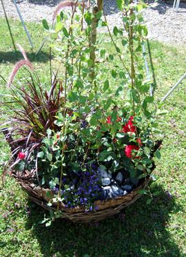 Blumenkorb bepflanzt Sommer