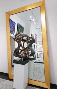 peter niznansky soucasna bronzova socha v galerii knupp praha.JPG