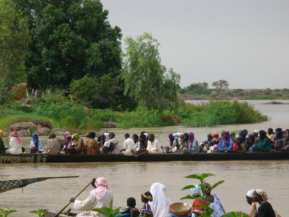 transport sur le fleuve niger.JPG