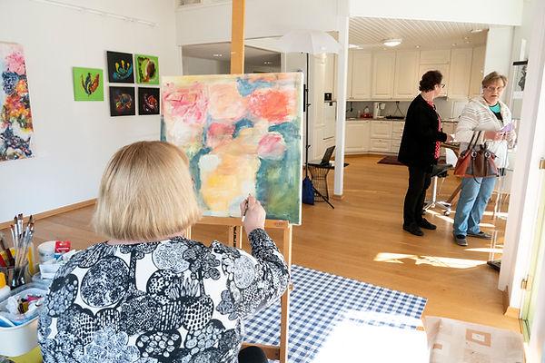 Taidemaalausta Studio & Galleria Villa Vinkkelissä