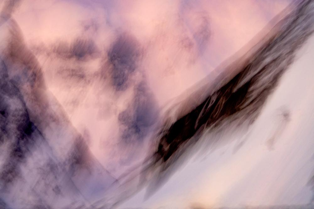 Näissä kuvissa kiteytyy Antarktiksen massiiviset mittasuhteet ja auringonnousujen intensiiviset värit.