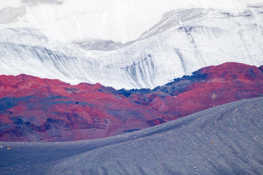 Deception Island- saaren maaperän värit ovat uskomattomat. Tätä arvelin Etelämantereen olevan; kilometrien paksuisen jään olevassa maaperässä piilottelee kaikki spektrin värit.
