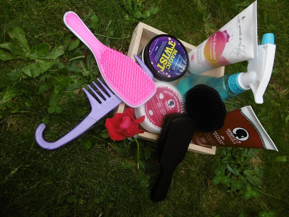 Ensemble de produits et accessoires pour un bon entretien des cheveux