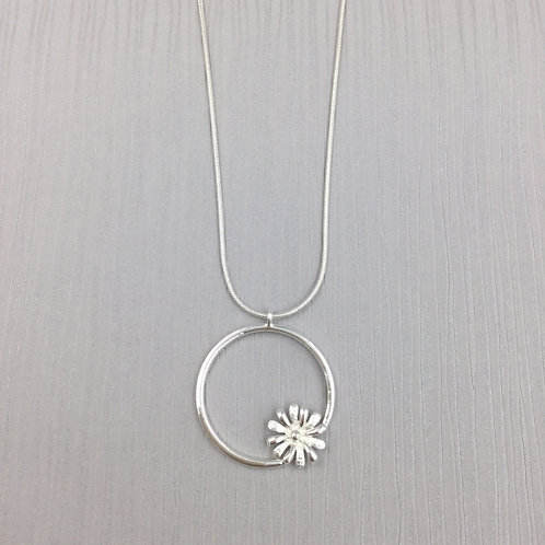 Silver Flower Circle - Short Necklace