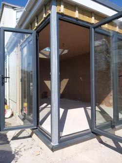 Corner doors
