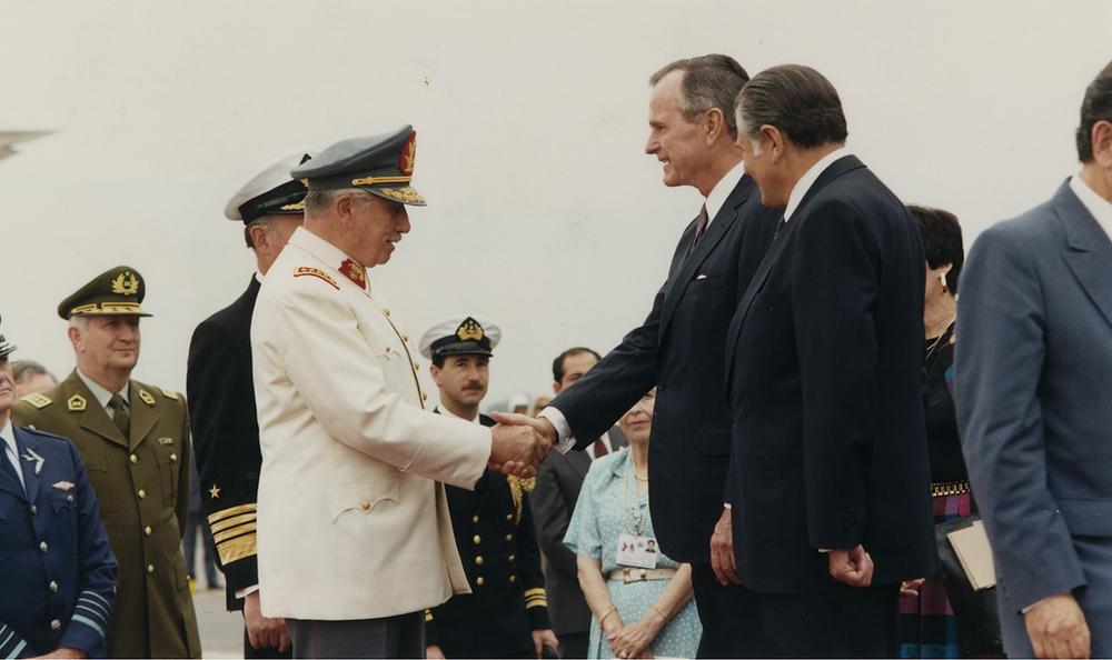 File Photo: Pinochet and Bush Senior. © Biblioteca del Congreso Nacional - Chile