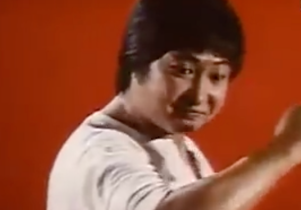Fig.4 After smashed one villain, zooms up Sammo Hung's pose.
