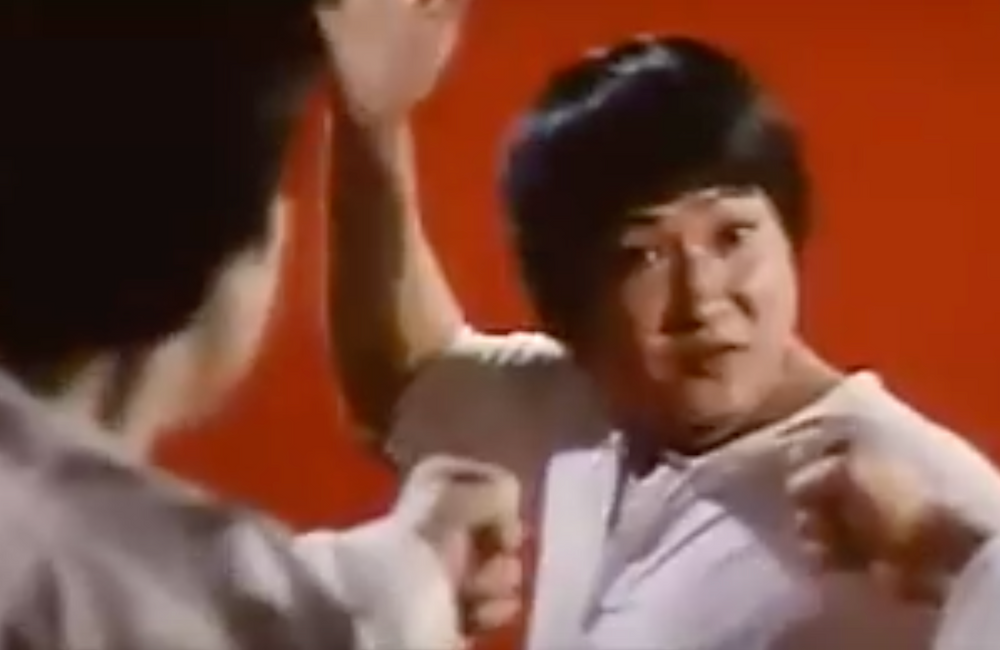 Fig6. When Sammo Hung quickly turns, it also quickly makes a reverse cut.