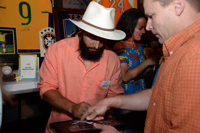 Rougned Odor Signing Autographs for Texas Rangers Fan
