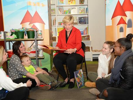 Mayor Price Shares Holiday Reading in Sundance Square