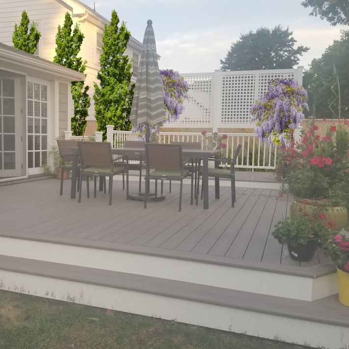 Trex Deck with Privacy Screen and Plantings