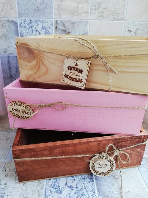 Ящик деревянный средний с шильдиком