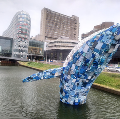Foto 64 - Baleia gigantesca feita com pl