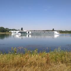 Foto 14 - Barco no rio Reno.jpg