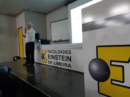 Emilson Grego ministra palestra sobre Internacionalização de Empresas na Faculdade Einstein