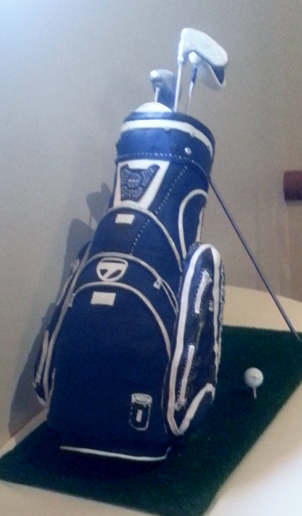 3-D Golf Bag Cake