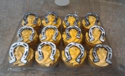 Horse shoe cupcakes