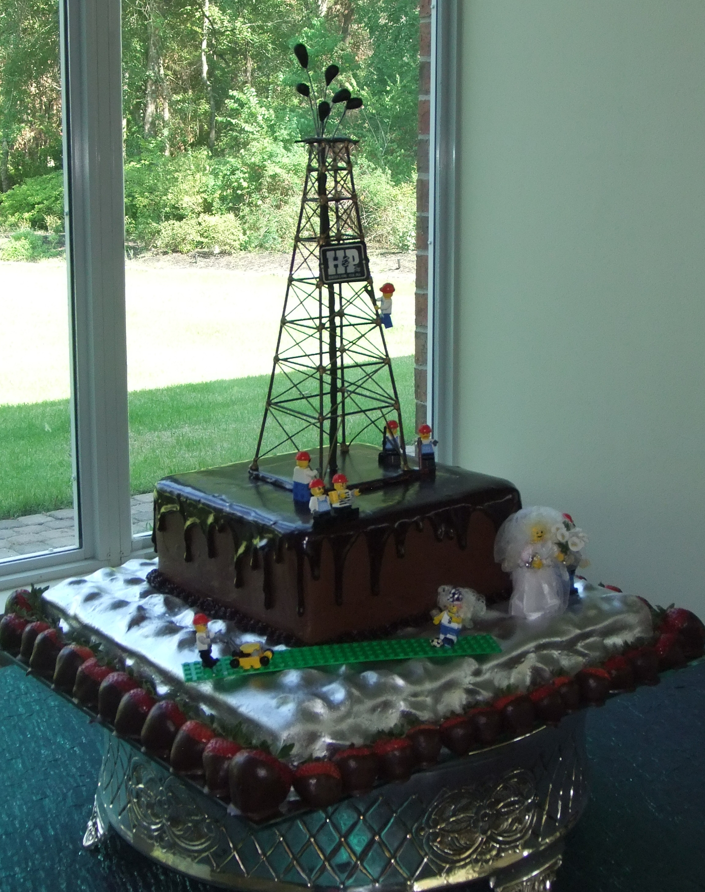 Oil well and quilted metal-look