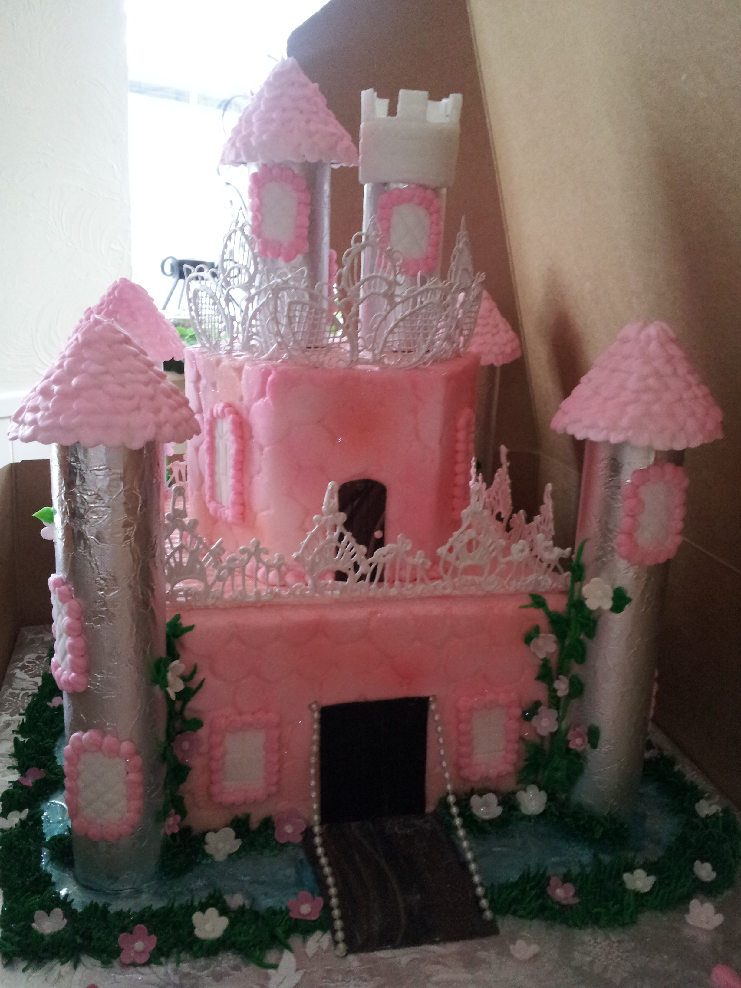 Castle cake, pink