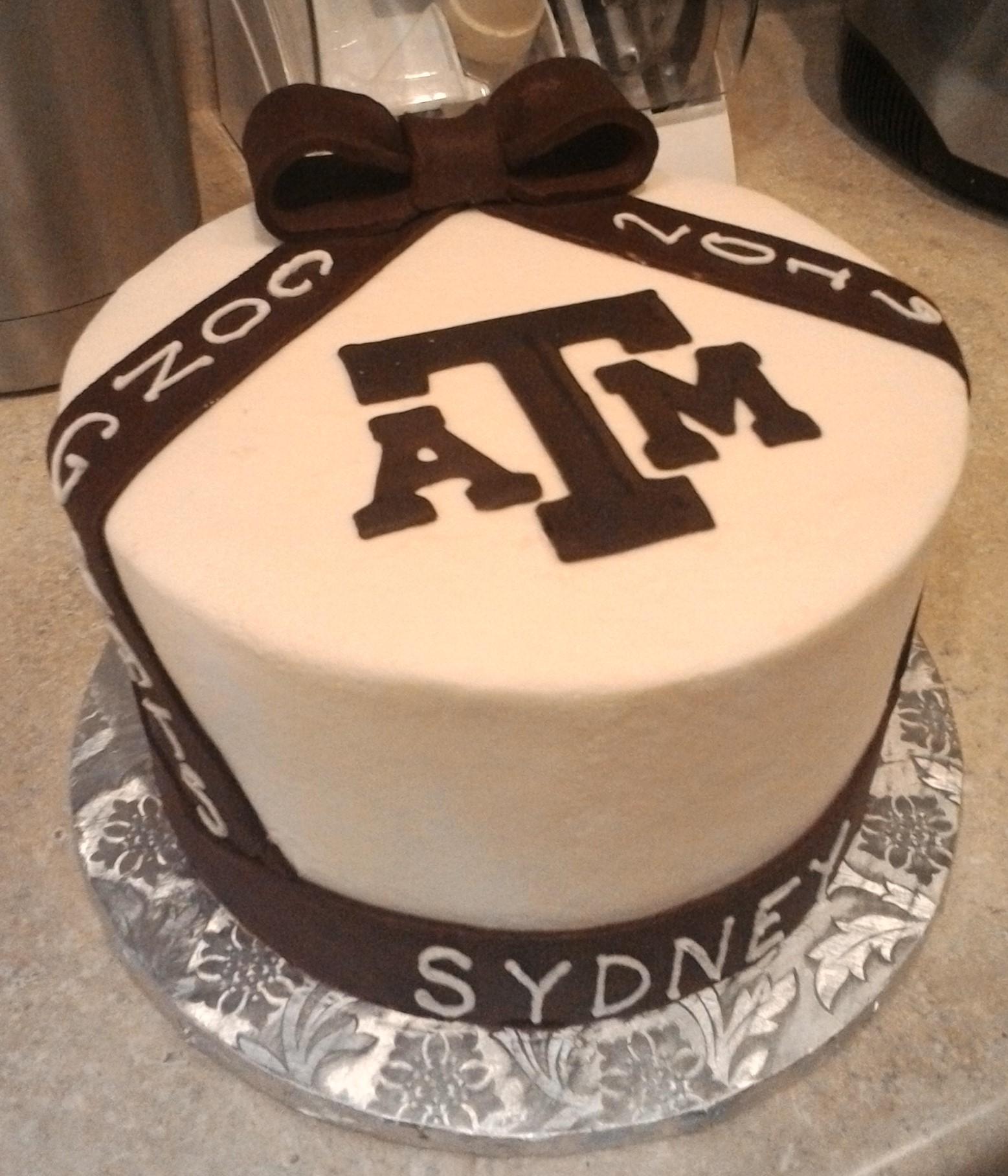 A&M grad cake