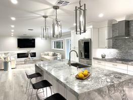 Gorgeous Kitchen w. stainless steel appliances