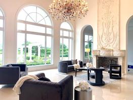 Modern & Glamarous Living Room