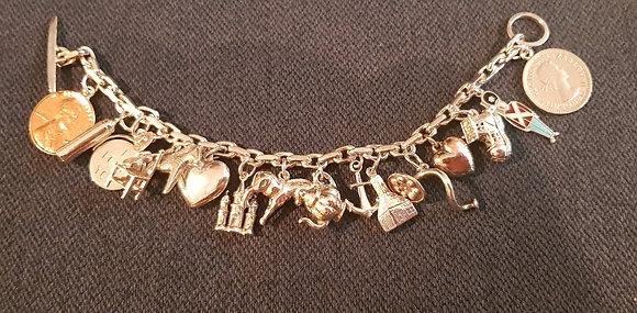 Armbånd med charms i sølv