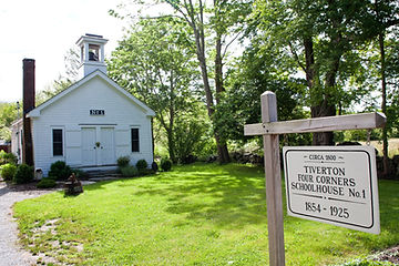 Old Tiverton Four Corners Schoolhouse No. 1, vacation rental home, sleeps 4