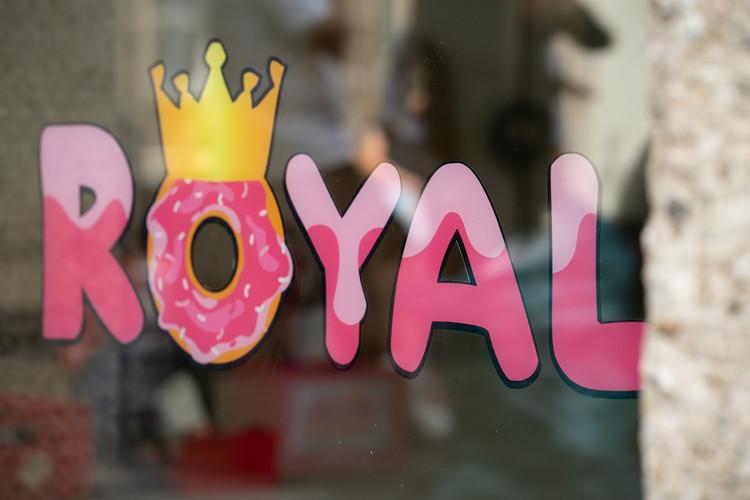 Schriftzug Royal beidseitig bedruckt