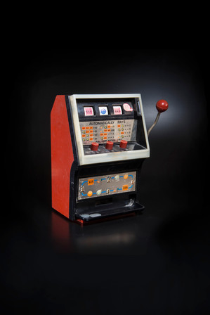 """Electro-automatic toy slot machine with tokens and """"jackpot"""" bank, America (2018)."""