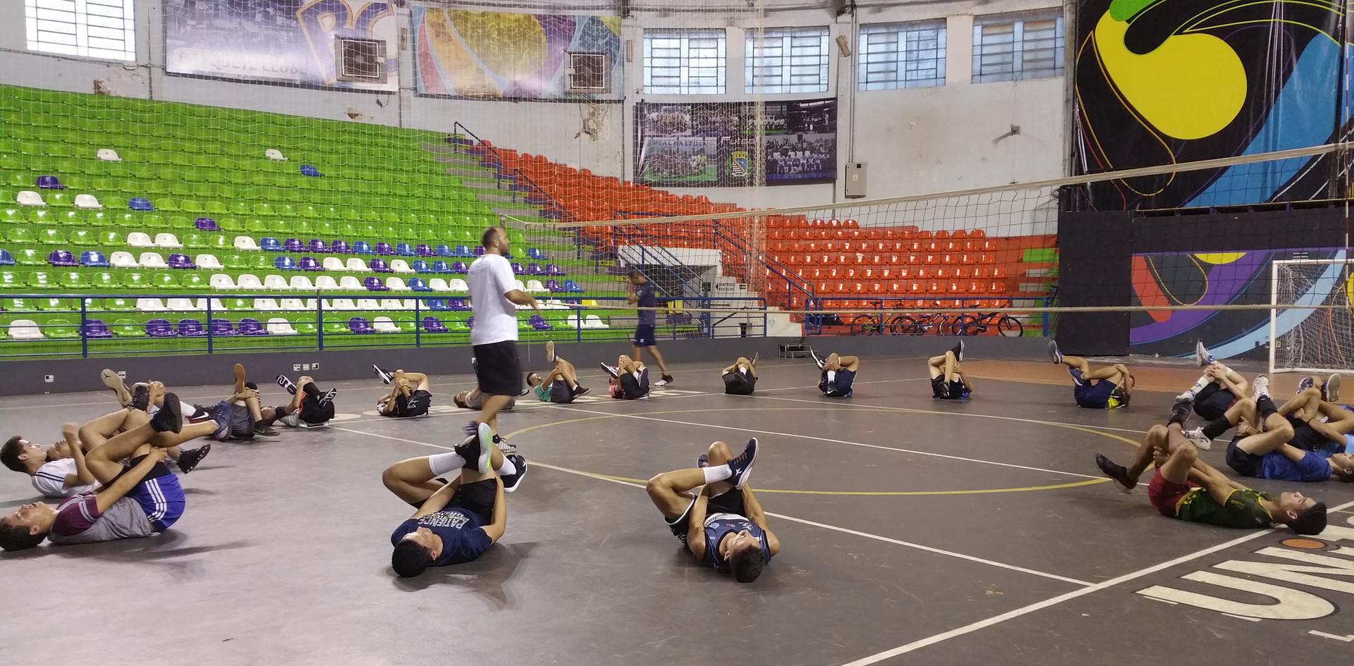 Jovens atletas iniciam atividades