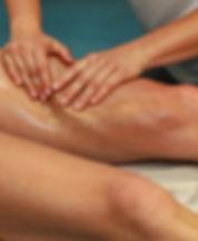 Sportmassage auf Bein