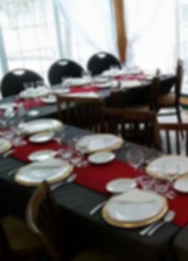 Salle de souper panoramique donnant sur notre érablière et pouvant accueillir une vongtaine de convives