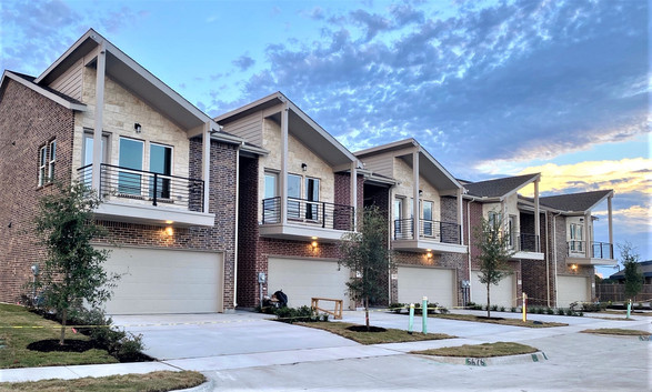 Brentwood Court Complete Townhomes Photo