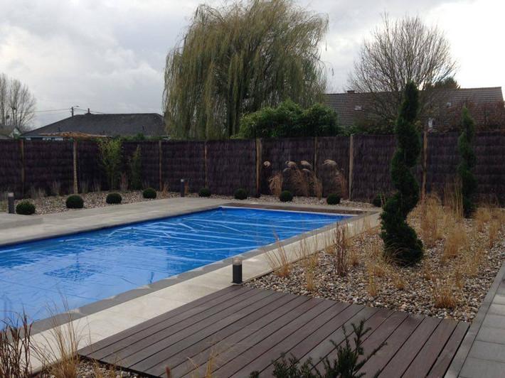 Aménagement autour d'une piscine