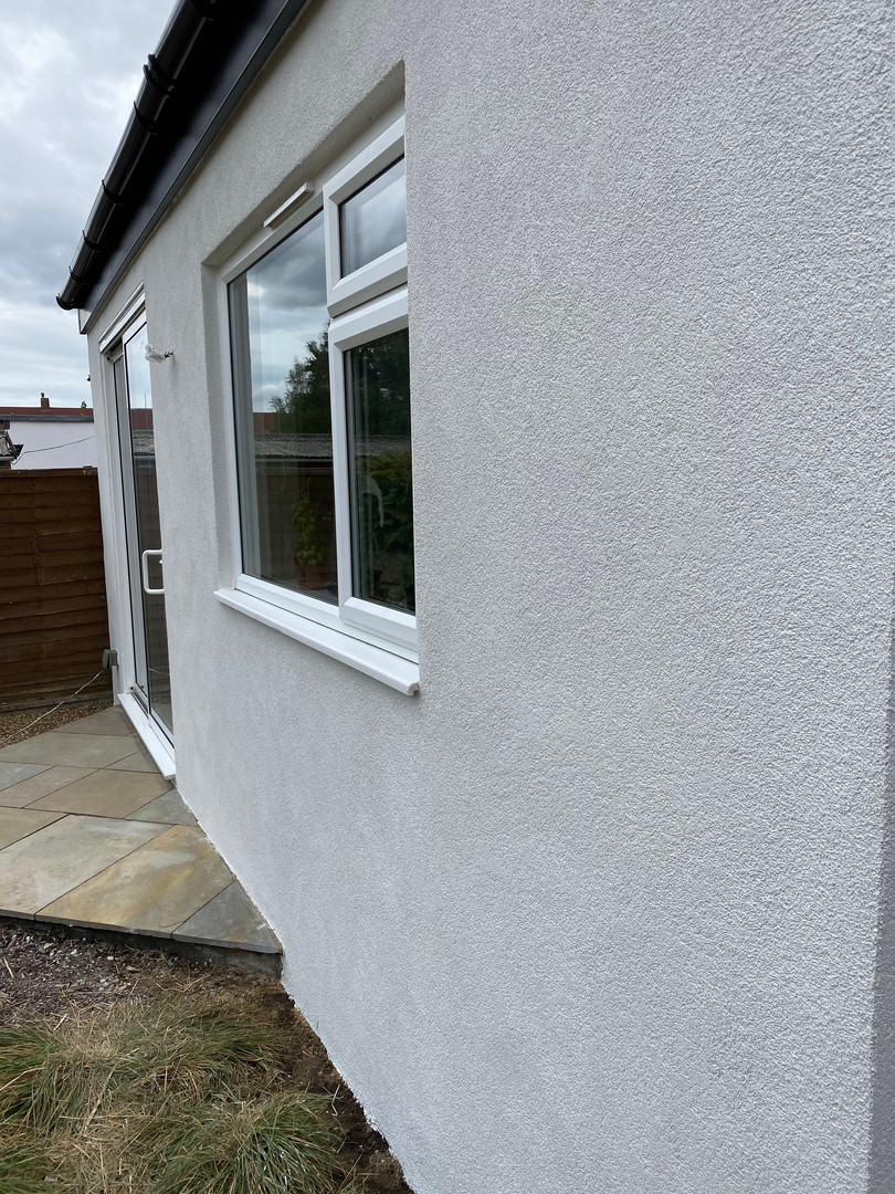 silicone render installation using @ewistoreofficial 'Platinum' to renew old sand and cement system.