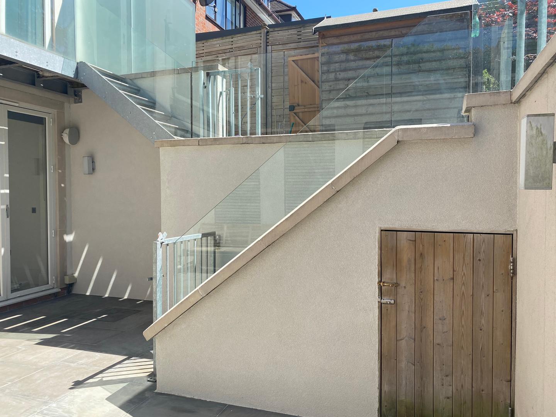 Courtyard, stairwell & bbq area 🔥 Showcasing 'Silver'