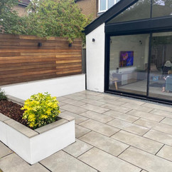 Latest Silicone Render installation in classic 'Platinum' Love these raised flower bed frames in silicone to match 😍 Using @ewistoreofficial