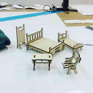 Добавили столик и стульчик