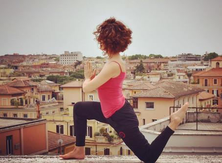 Yoga e decluttering: svuotare per riempire con cura