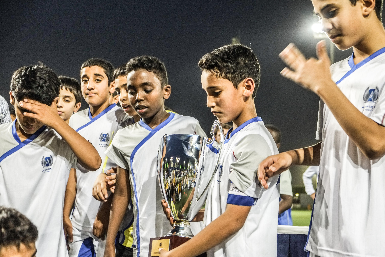 Die U12-Mannschaft der Aspire Academy freut sich über den Turniersieg