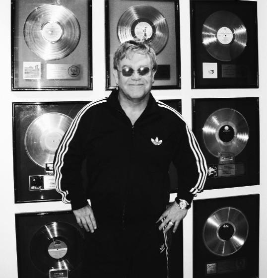 Elton John in Lobby