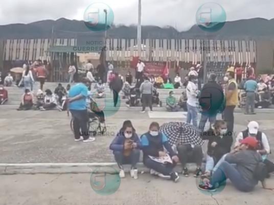 Integrantes del SUSPEG protestan en demanda de pagos