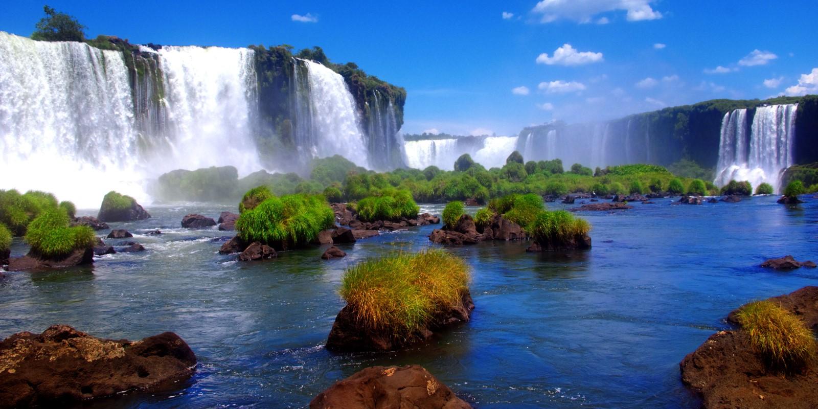 2500x1250_attila-jandi_shutterstock_iguazu-falls