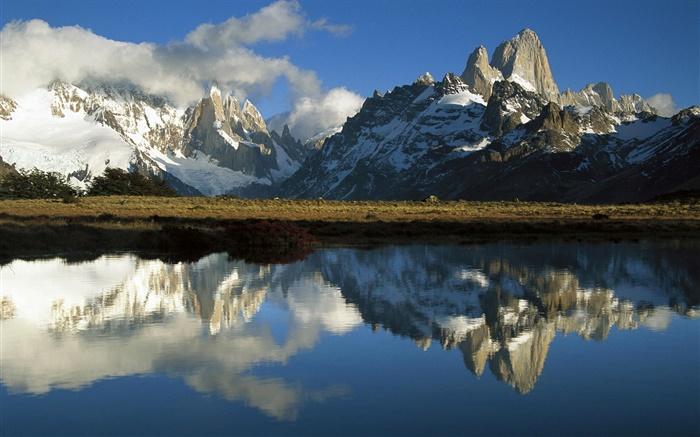 Los-Glaciares-National-Park-Patagonia-Argentina-mountains-lake_m