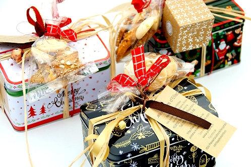 boîtes métal décorées avec mes gourmandises de Noël