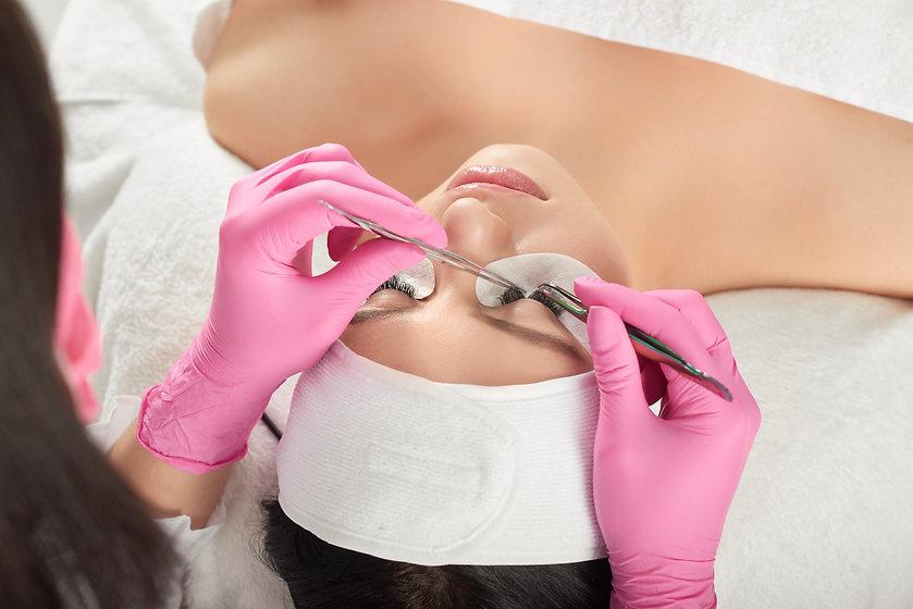 backview-lashes-extension-by-professional-lashmaker-beaty-salon.jpg