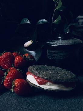 Strawberry cheesecake cookie sandwich