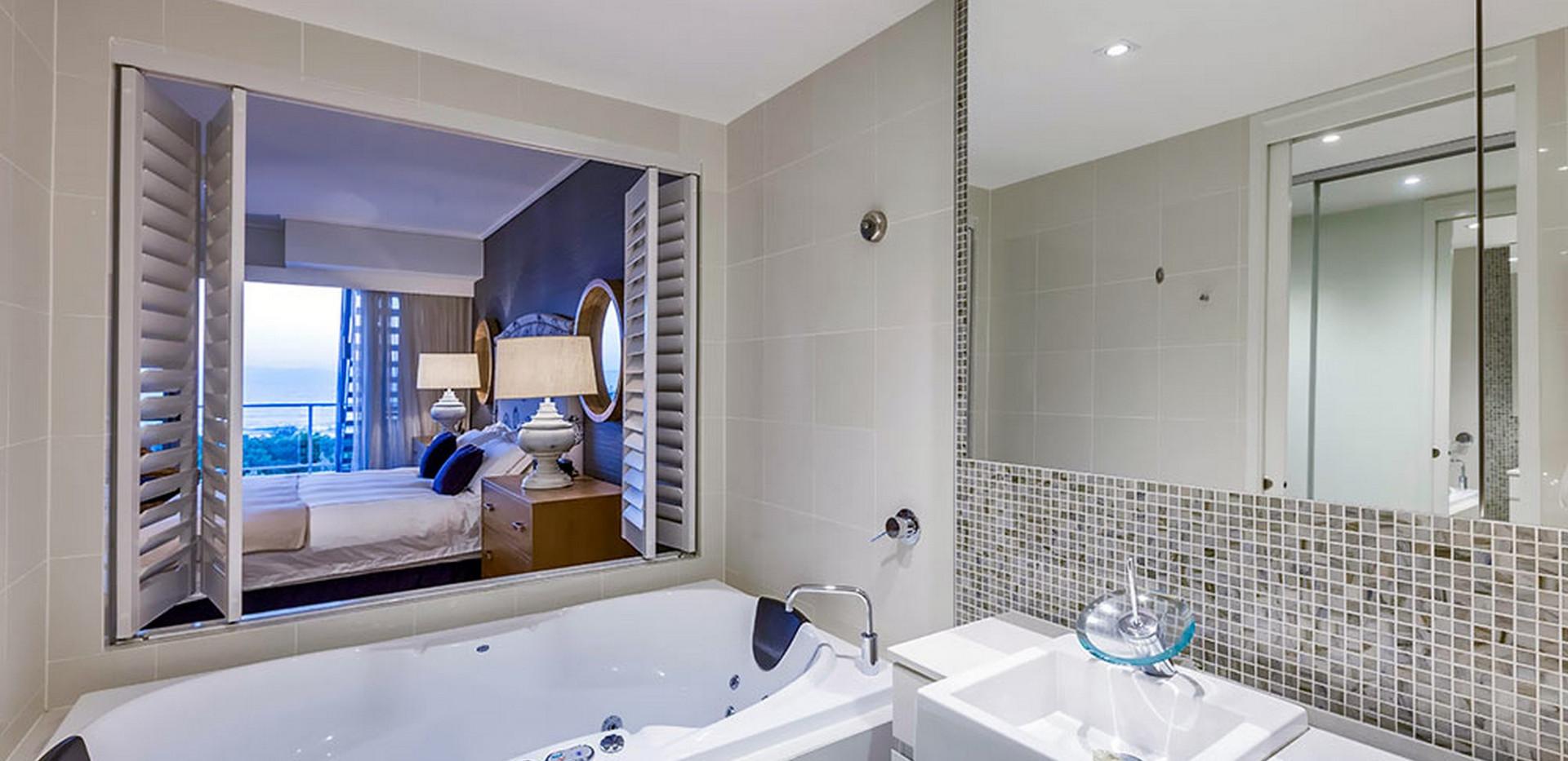 Ensuite Bathroom with Spa Bath