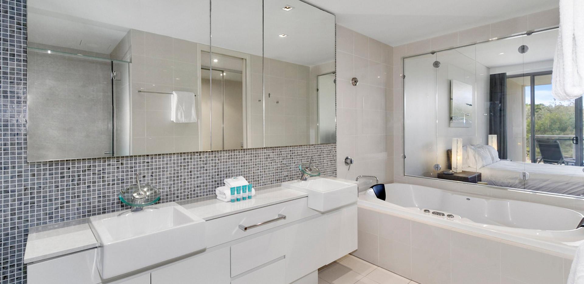 Ensuite with Spa Bath